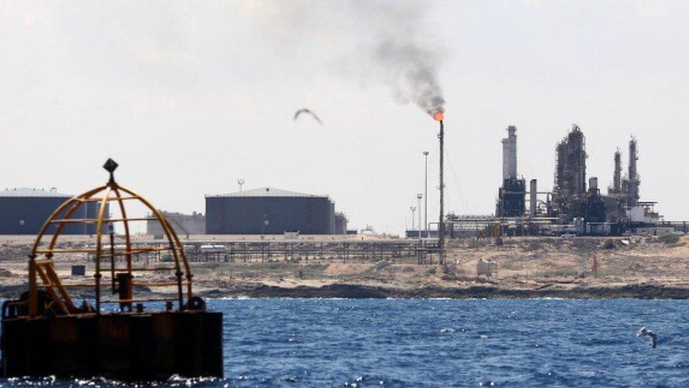 جرى تهريب الديزل من مصفاة النفط في مدينة الزاوية