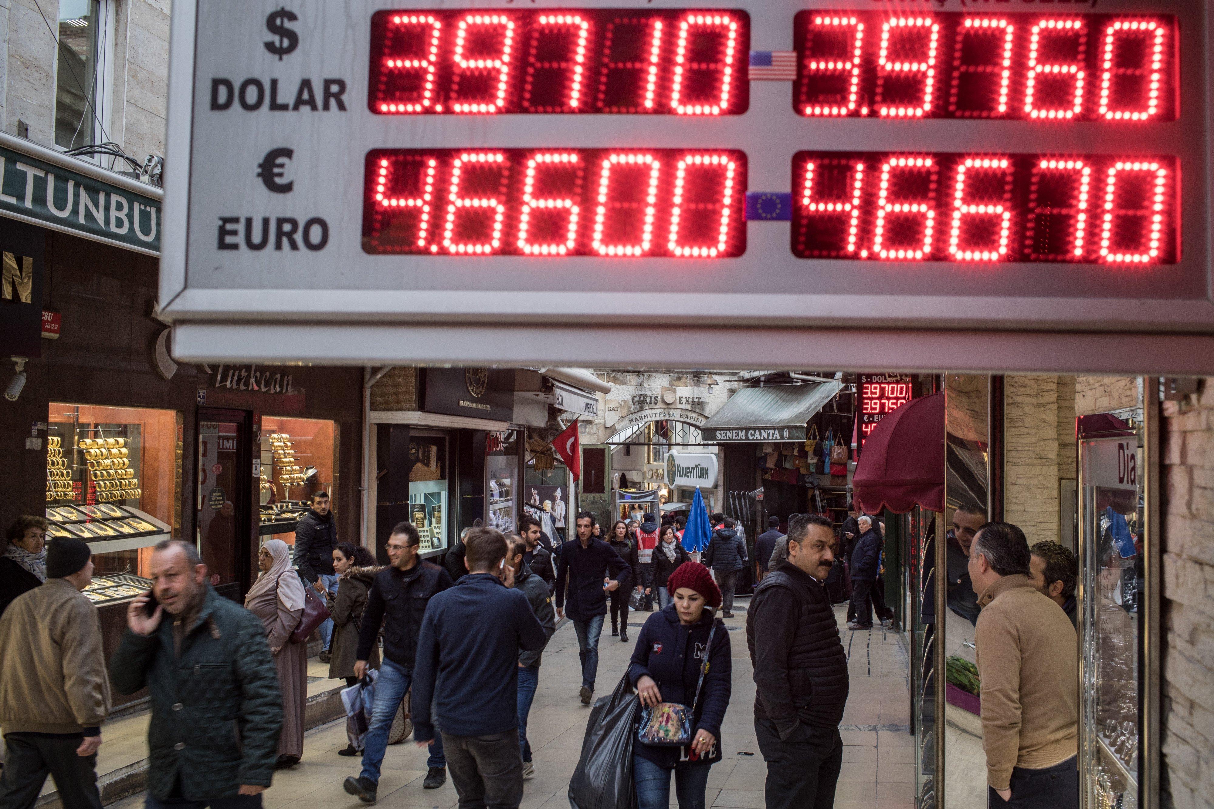 سعر صرف الليرة التركية مقابل الدولار واليورو في 22 نوفمبر / تشرين الثاني الماضي