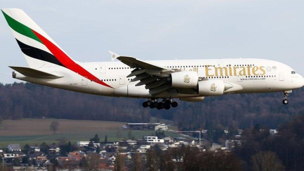 طيران الإمارات ستوفر النوافذ الافتراضية على متن طائراتها من طراز بوينغ 777-300ER