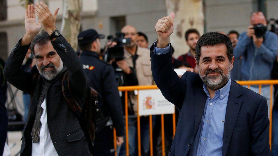 ألقي القبض على الزعيمين الانفصاليين جوردي سانشيز وجوردي كويسارت عقب الاستفتاء على استقلال كتالونيا