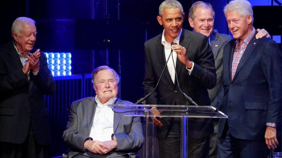 الرؤساء الأمريكيون الخمسة سافروا جميعا إلى تكساس لحضور الحفل.