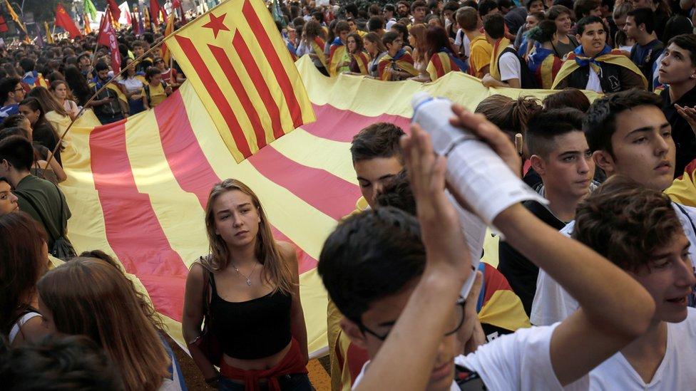 مؤيدون للانفصال يتظاهرون في برشلونة
