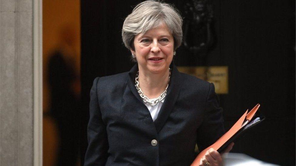 يأتي التأكيد على المضي قثدما في إجراءات الخروج البريطاني وسط مشهد سياسي حافل بالتوتر تعيشه حكومة بريطانيا