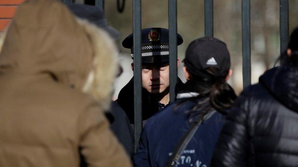 تحقق الشرطة الصينية في صحة مزاعم بشأن انتهاكات بروضة الأطفال