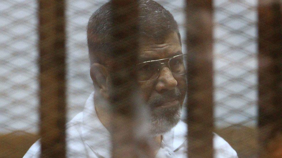 السلطات المصرية تصنف جماعة الإخوان المسلمين، التي ينتمي لها مرسي،