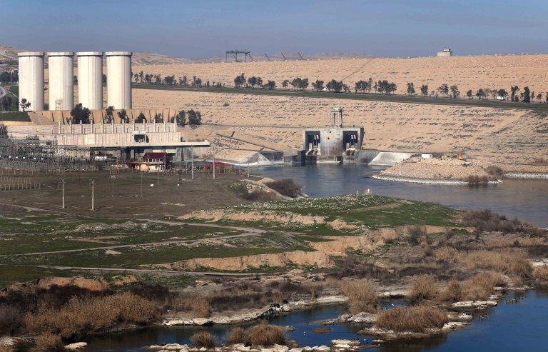 صورة من الأرشيف لسد الموصل القائم على نهر دجلة في فبراير/شباط 2016