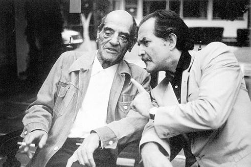 لويس بونويل وكارلوس فوينتس، في المكسيك، عام 1977