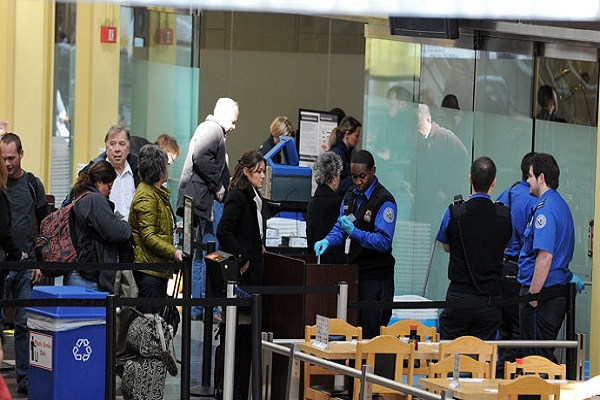 حركة سفر في مطار رونالد ريغن