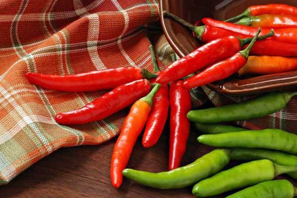 الأطعمة ذات المذاق الحار علاج لمدمني الملح