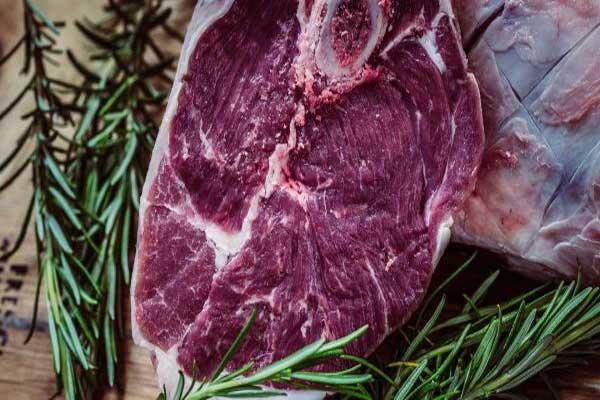التهديدات المرتبطة بالإفراط في تناول اللحوم أكثر تعقيدًا من تلك التي يشكلها التبغ
