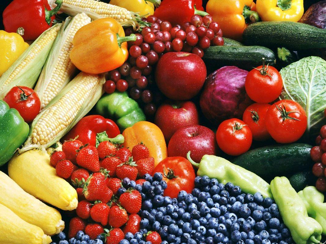 تناول الفواكه والخضروات طازجة أنفع لصحتنا