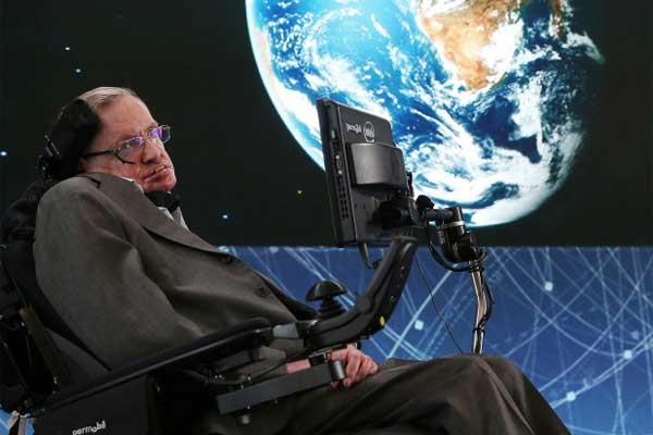 هوكينغ كان يعتقد أن السفر عبر الزمان ممكن ولكن صوب المستقبل فقط