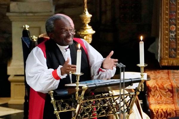 الأسقف ميخائيل كاري أثناء إلقاء كلمته