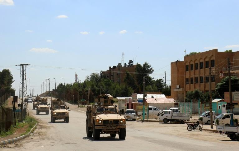 آليات لقوات التحالف الذي تقوده الولايات المتحدة ضد الجهاديين في سوريا
