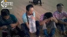 صورة من فيديو نشره موقع سايت يظهر أربع رهائن خطفهم مسلحون في طرابس