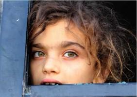فتاة سورية من ادلب ... تعبير حقيقي عن الأزمة