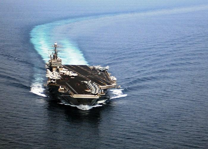 السفن الايرانية إلى اليمن تغيّر مسارها
