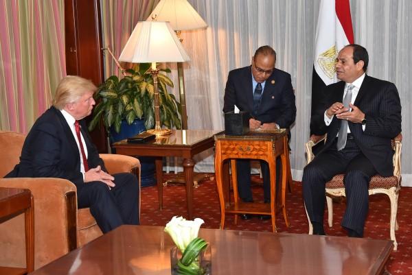 ترامب والسيسي خلال لقاء سابق