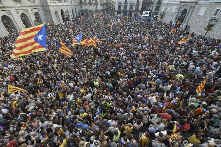 الكاتالونيون إلى الشوارع احتفالا باعلان الاستقلال
