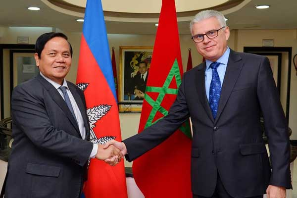محمد علي لزرق وكيل وزارة الخارجية لدى لقائه اليوم في الرباط  كاتب الدولة ( وزير دولة) للشؤون الخارجية والتعاون الدولي لمملكة كامبوديا، أوش بوريط.