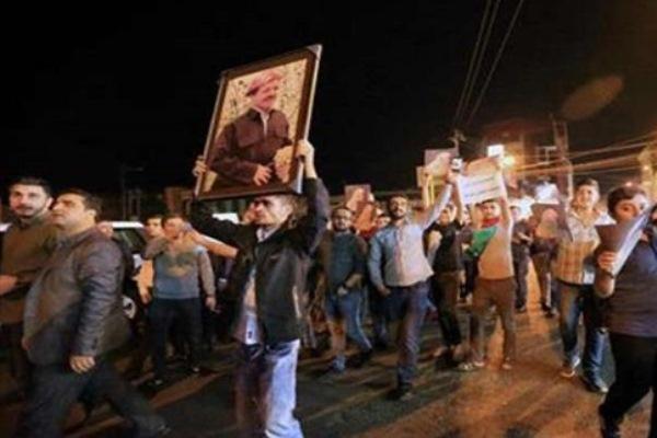 أنصار بارزاني في تظاهرات أحرقت واعتدت على مقرات أحزاب منافسة