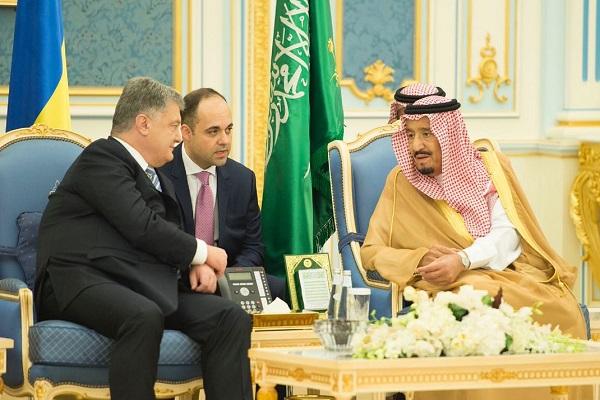 العاهل السعودي ورئيس أوكرانيا خلال جلسة المباحثات في الرياض
