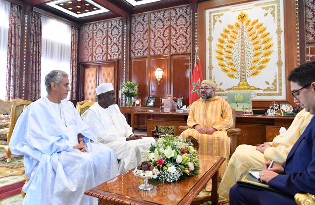 الملك محمد السادس لدى استقباله رئيس مفوضية الاتحاد الافريقي  بالرباط امس