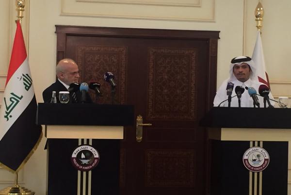وزيرا خارجية العراق وقطر خلال مؤتمرهما الصحافي في الدوحة اليوم