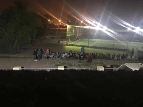 عائلات في بغداد تفترش الارض اخارج منازلها خوفا من هزات زلزالية جديدة