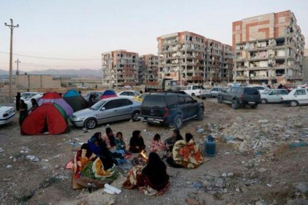 عائلات كردية بشمال العراق في العراء هربًا من الهزات الأرضية