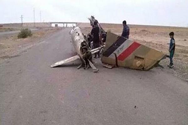 طائرة هيلكوبتر عراقية ساقطة على الاض
