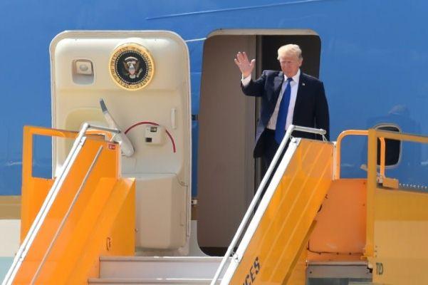 ترمب عند وصوله الى مطار دانانغ في فيتنام