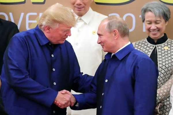 بوتين وترمب خلال لقائهما في قمة آسيا-المحيط الهادئ