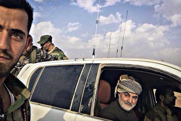 قاسم سليماني في سيارته بين مقاتلي (النجباء)