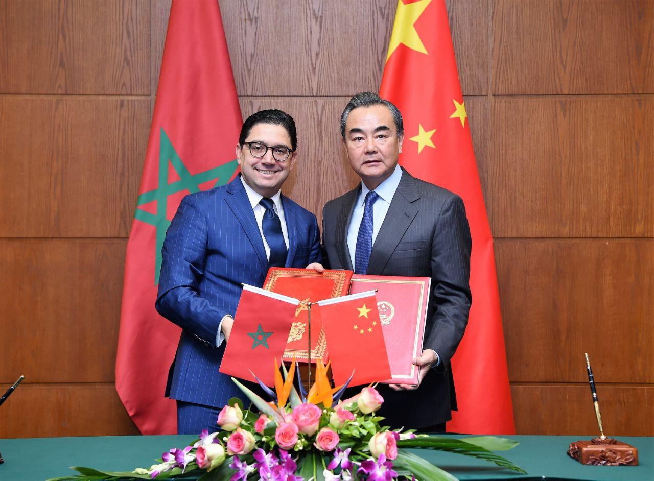 ناصر بوريطة وزير الخارجية والتعاون الدولي المغربي مع نظيره الصيني