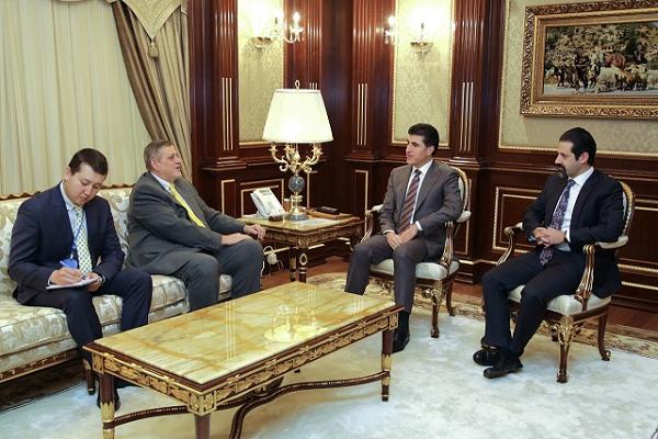 نجيرفان بارزاني خلال اجتماعه مع رئيس بعثة الامم المتحدة في العراق يان كوبيش
