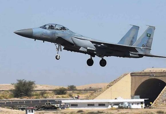 طائرة سعودية في طريقها لقصف أهداف في اليمن