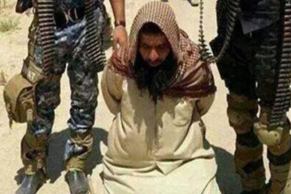 أحد عناصر داعش بقبضة القوات العراقية