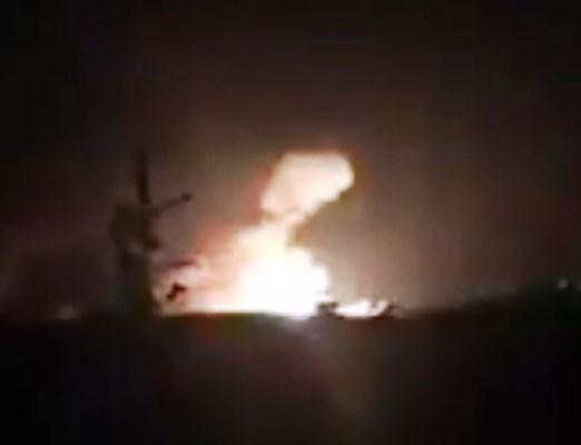 صورة من تويتر لما يعتقد أنها نيران ناجمة عن القصف الاسرائيلي ضدّ مستودعات سلاح في جمرايا