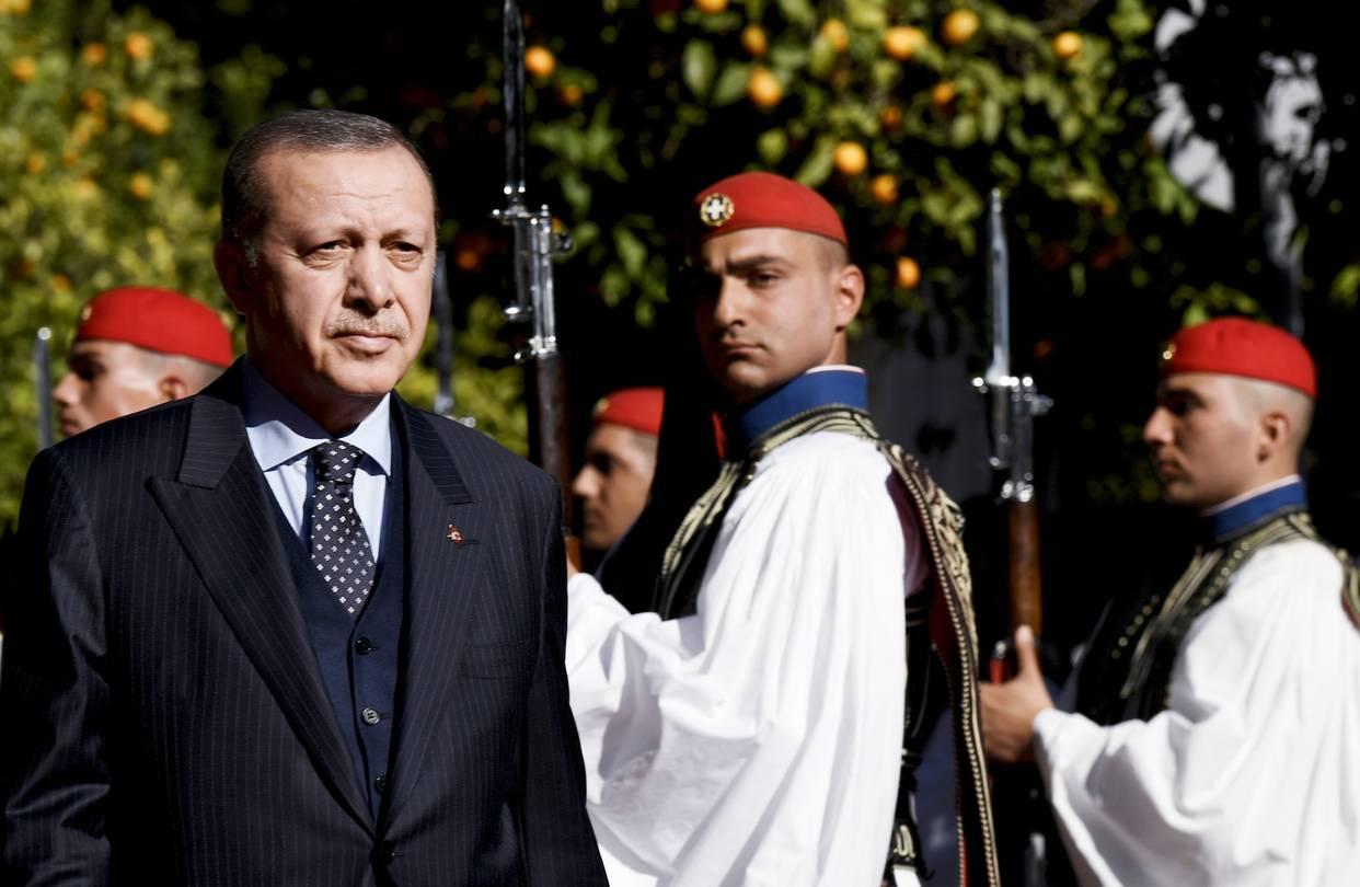 اردوغان خلال زيارته الأخيرة لأثينا