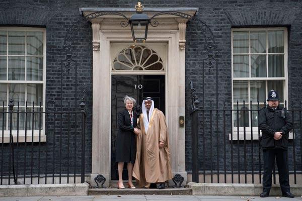 محمد بن زايد يلتقي تيريزا ماي في لندن