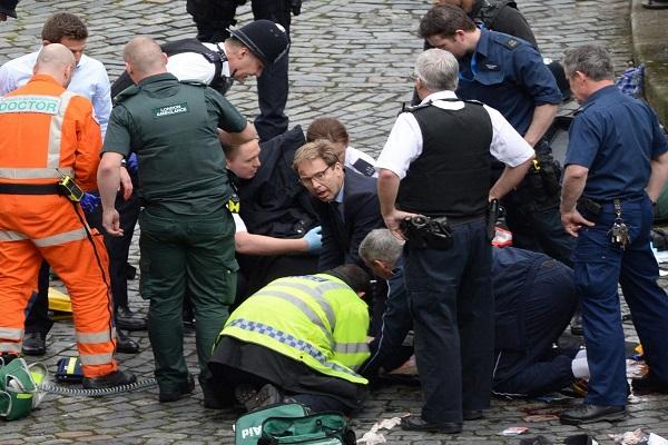 الوزير الوود خلال محاولة انقاذ حياة الضابط