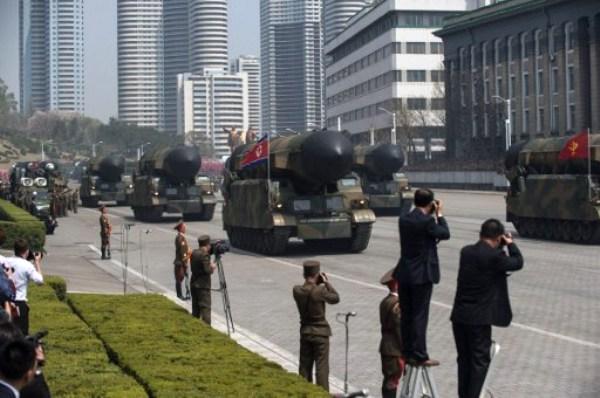 جانب من العرض العسكري الضخم في بيونغ يانغ يوم السبت