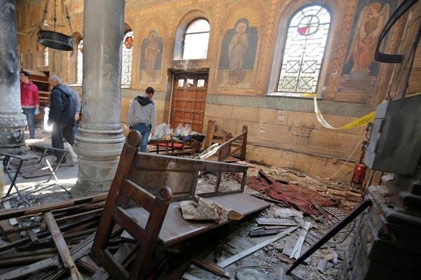 إحدى الكنيستين كما بدت إثر التفجير