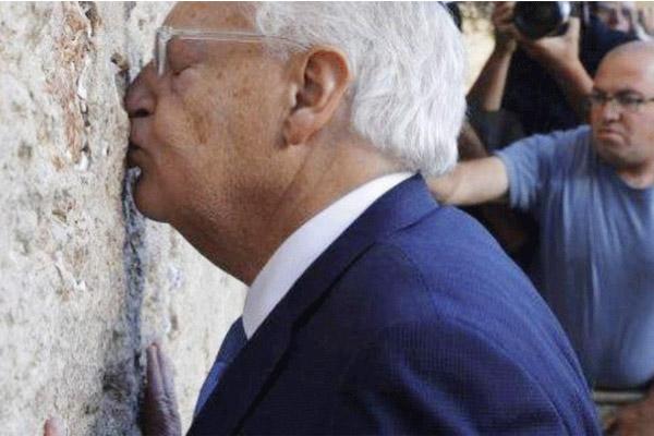السفير الاميركي فريدمان يصل عند حائط المبكى
