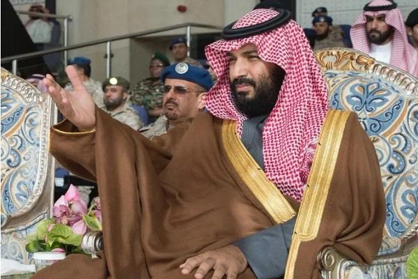 الأمير محمد بن سلمان يعطي إشارة بدء العرض العسكري