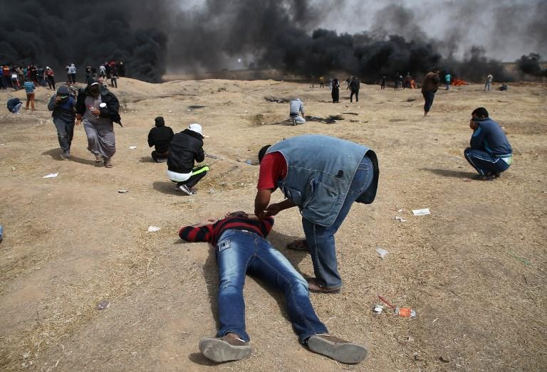 القوات الإسرائيلية تقتل فلسطينيين مع استمرار الإحتجاجات على حدود غزة