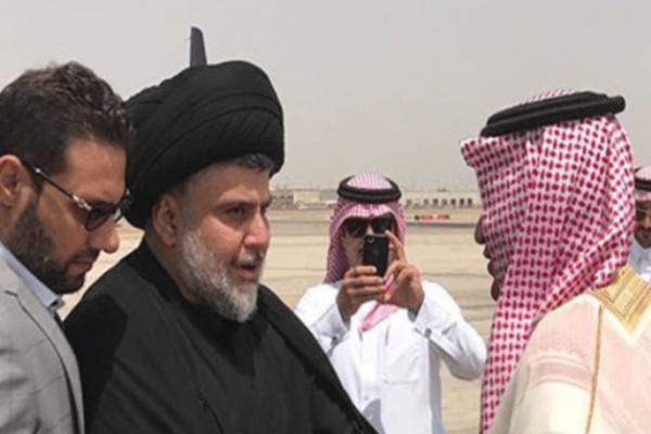 ثامر السبهان مستقبلا مقتدى الصدر خلال زيارة الأخير إلى السعودية - أرشيفية