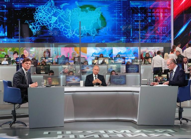 بوتين يجيب على أسئلة أثناء حواره التلفزيوني السنوي مع الشعب