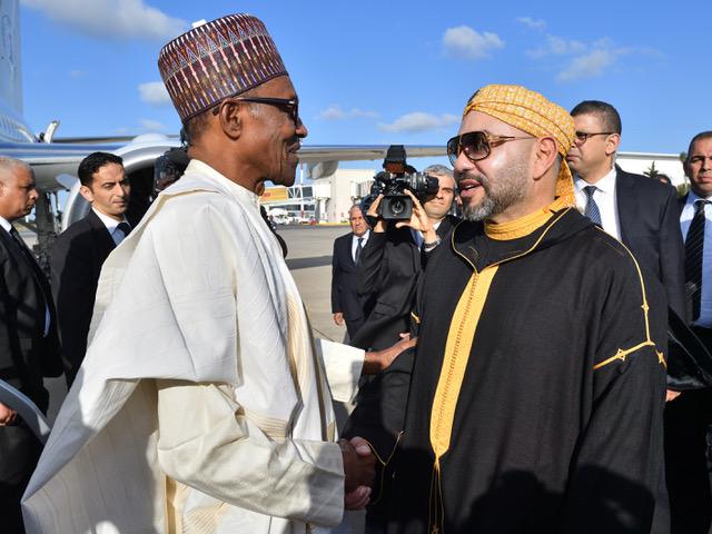 العاهل المغربي مستقبلا الرئيس النيجيري